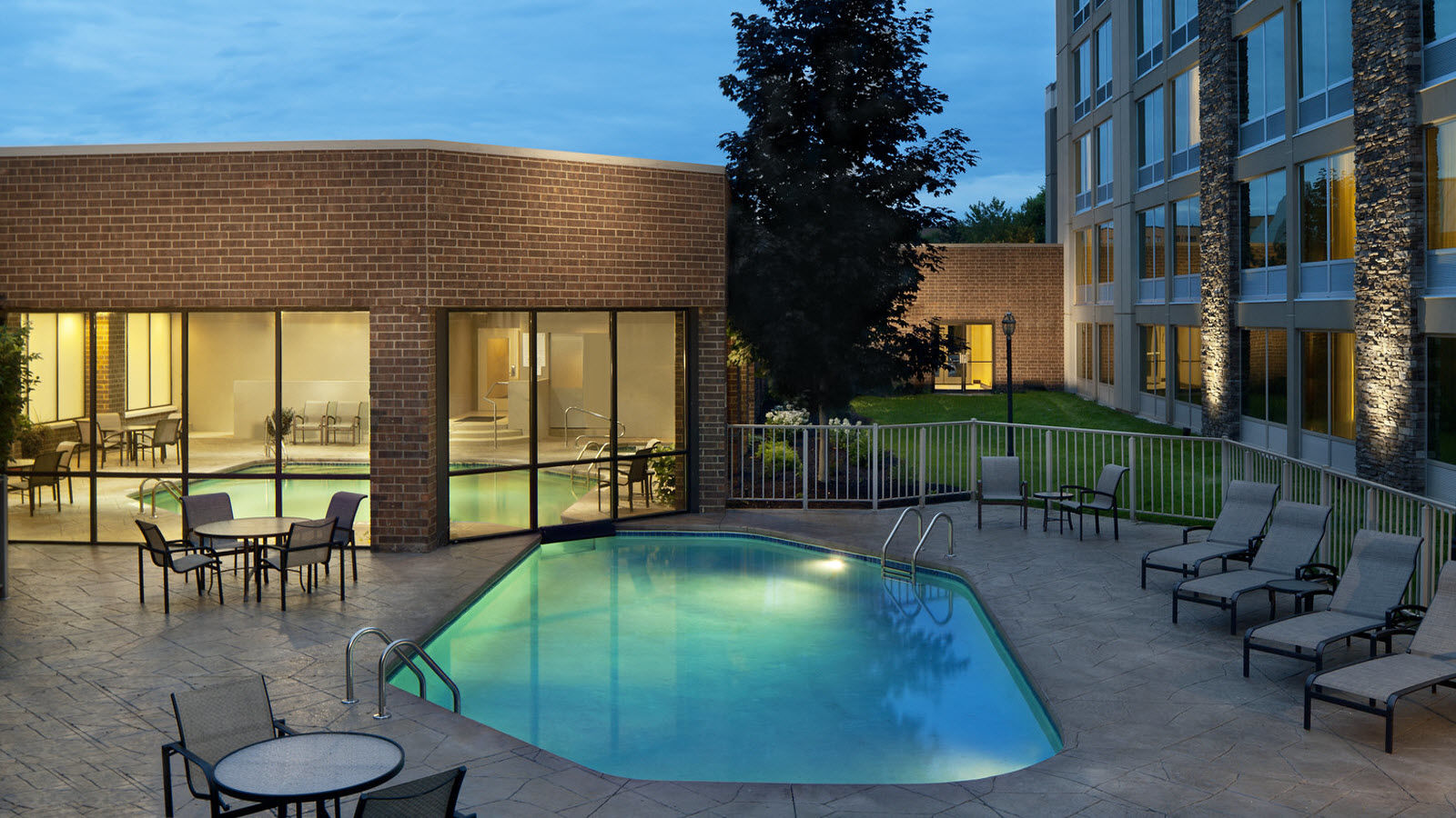 Ann Arbor Hotel with Pool - Outdoor