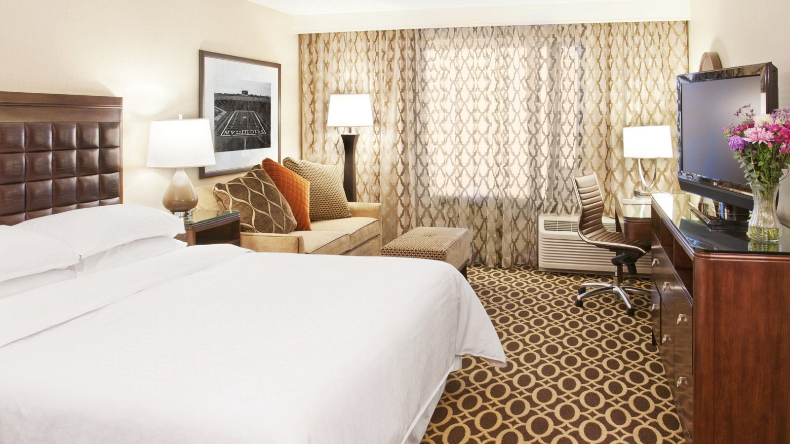 Hotel Features - King Guestroom