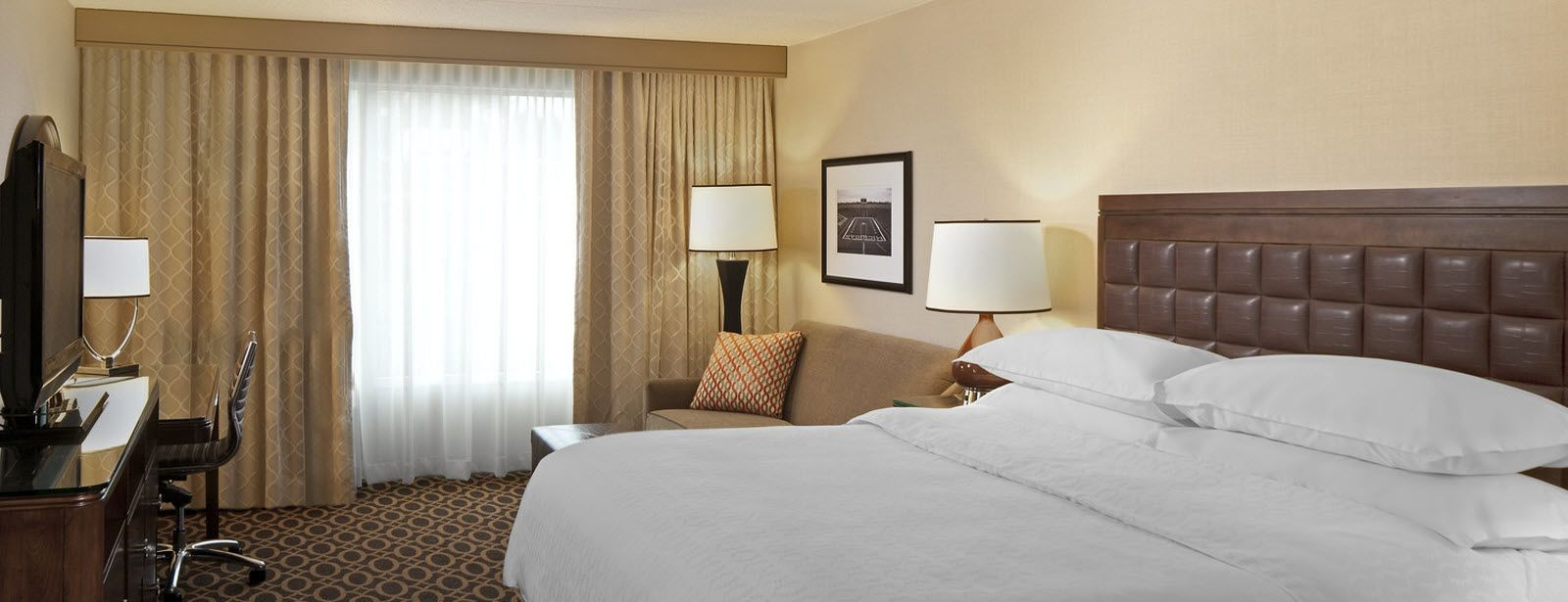 Deluxe King Guest Room | Sheraton Ann Arbor Hotel